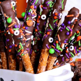 Halloween Treat | Chocolate-Covered Halloween Pretzels
