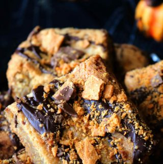 Peanut Butter Butterfinger Halloween Blondies | Recipe
